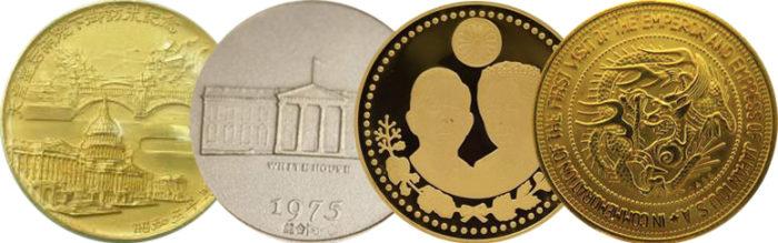 純金記念メダル